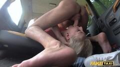 Hot Blonde squirter Liz Rainbow is gagging Thumb