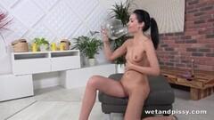 Kinky Sexy girl peeing Thumb