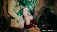Shyla Jennings eating Pussy Thumb