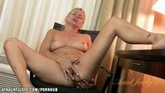 Babe Payton Leigh masturbating Thumb