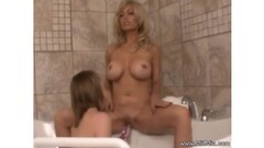 Lesbian babes fuck in bathtub Thumb