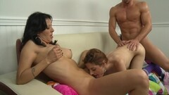 Threeway session with Holloway and Evilyn Fierce Thumb