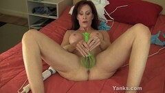Sexy MILF loves to fuck Thumb