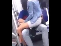 PiErotico candid cazando a 2 chicas en tacones sexies Thumb