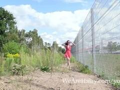 Lisa Li strips nude outdoors in the sun Thumb