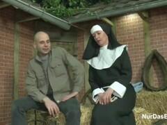Deutsche mum nonne bekommt ihren ersten fick vom suender Thumb