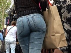 candid hot booty in tight jeans GLUTEUS DIVINUS Thumb