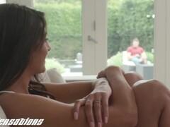 Natalia masturbates in bed to orgasm Thumb