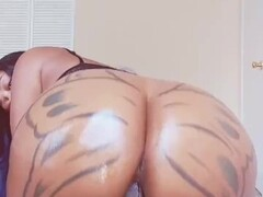 Brittney Jones fucking her Fuk Machine until she climax Thumb