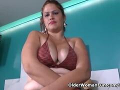 Latina BBW milf Sandra needs to get off in bath Thumb