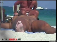 Hawt nudists in hidden web camera beach shots Thumb