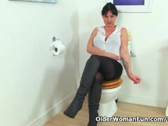 British milf Amber Leigh needs to get off in bathroom Thumb