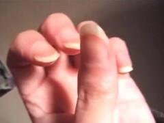 Déborah embrasse suce lèche ses doigts baveux fellation erotic asmr Hand fetish girl kissing sucking licking her fingers salivating blowjob handworship Thumb