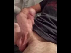 ragazzo si masturba il cazzo in bagno Thumb