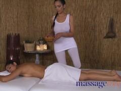Massage Rooms British Indian Sahara Knite and Latina babe oily tribbing Thumb